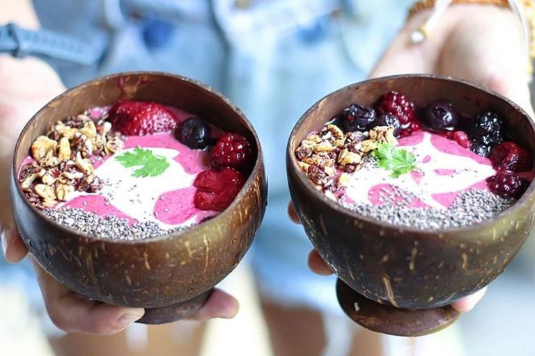 Beet berry smoothie bowl