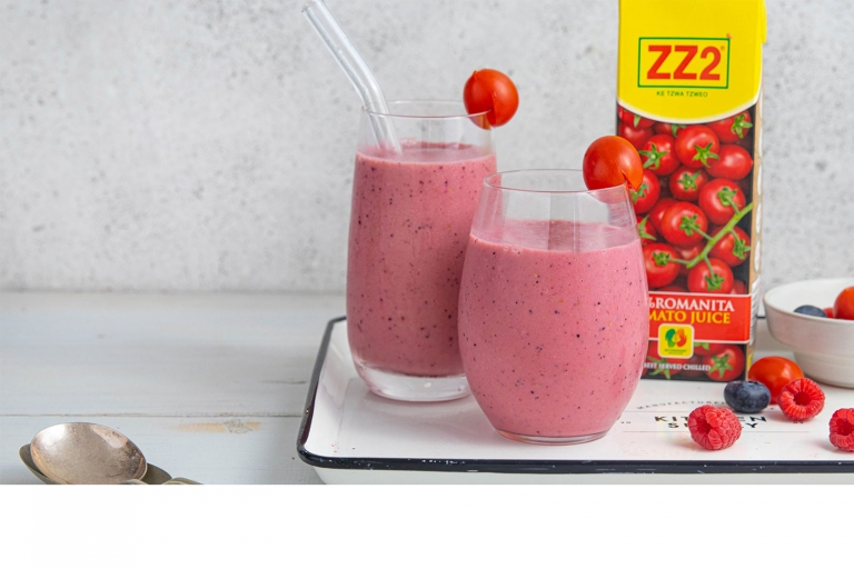 Tomato and berry smoothie